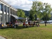 Terraza da cafetería e restaurante Parque Náutico.